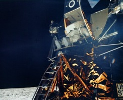 apollo_11_photo_aldrin_outof_lm